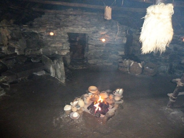 Inside the reconstructed Iron Age House, Bostadh