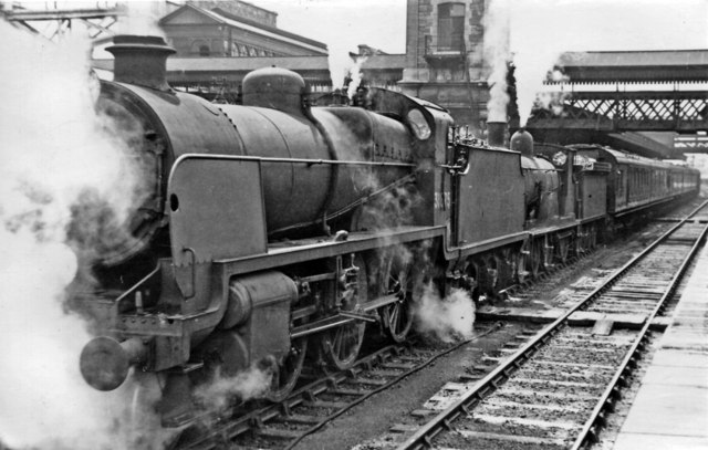 Down SR express at Exeter (St Davids)