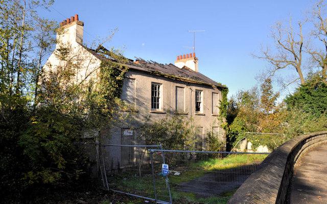 Former police barracks, Gilford