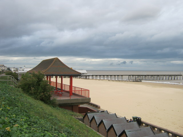 Seafront shelter on Jubilee Parade, Lowestoft by peter robinson