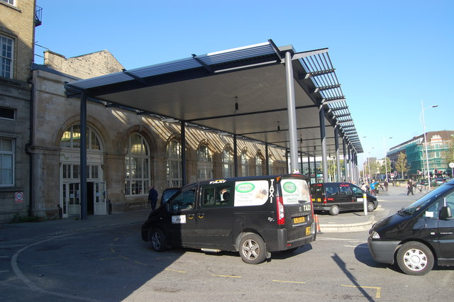 Hull Station canopy and taxis