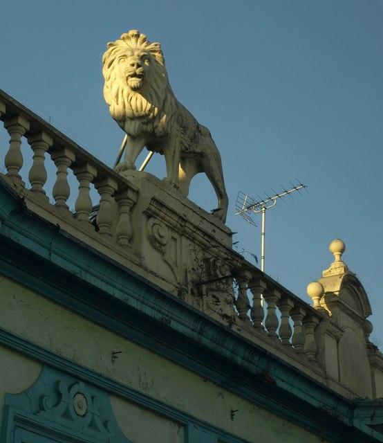 Lion, Fulham