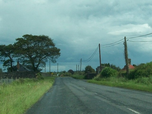 Gate and gatehouse on the R163 at Ballynagon Lower