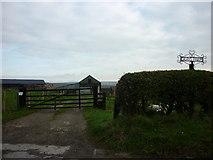 SE6691 : Grays Bank Farm by Ian S