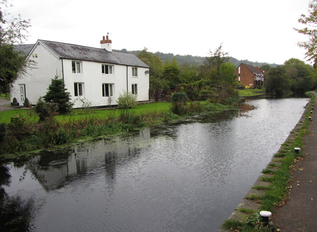 Monmouthshire & Brecon Canal: above Five Locks