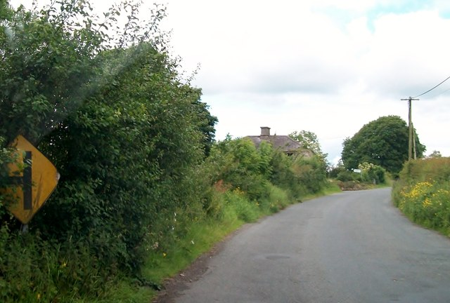 Bend in the road near ruined farmhouse at Knockaraheen