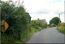 N5981 : Bend in the road near ruined farmhouse at Knockaraheen by Eric Jones