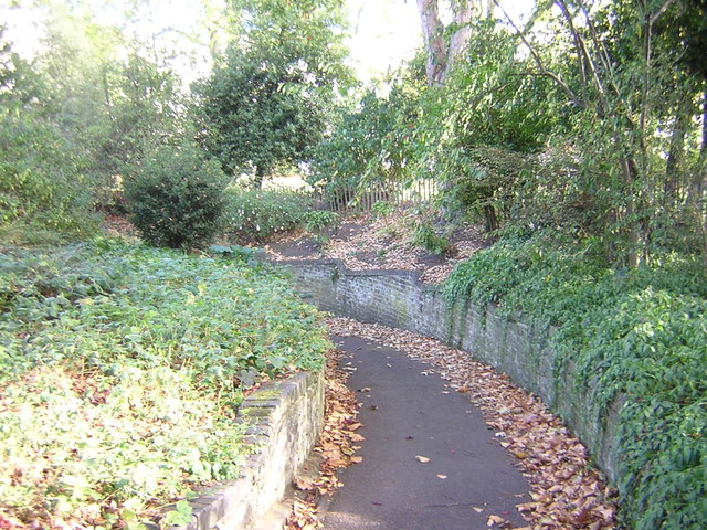 Park Crescent: path leading to tunnel under Marylebone Road