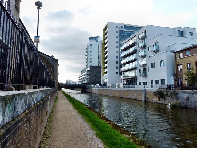 Aqua Vista Development at Bow Common Lane