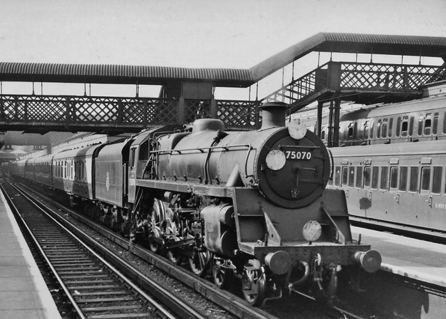 London Bridge (Central) Station, with Oxted line train
