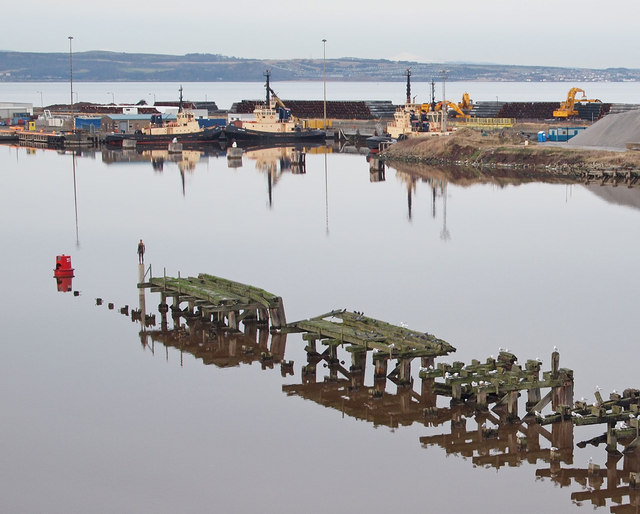 West Pier and sculpture, Leith Docks