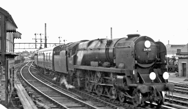 Hastings - Walsall express entering Willesden Junction