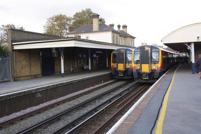 Trains In Aldershot Station C Roger Templeman Geograph Britain