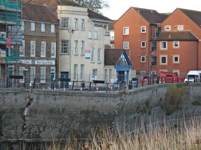Collapsing flood wall, Bridgwater