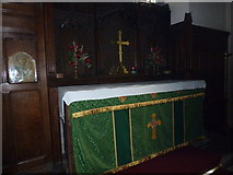 TQ4210 : St Thomas a Becket, Cliffe: main altar by Basher Eyre
