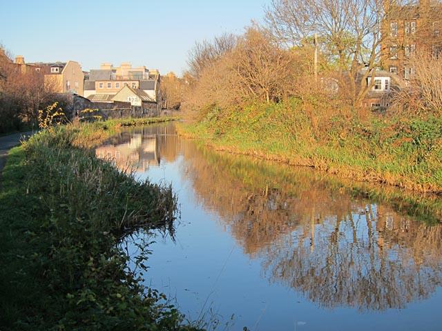 November sunshine on the Union canal