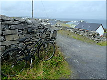 L9802 : Travelling light - Inis Oírr by louise price