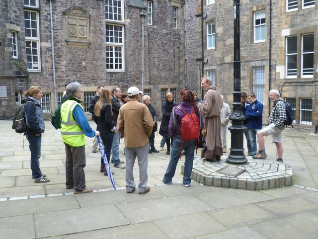 Guided tour, Wardrop's Court