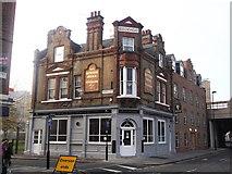 TQ3078 : The Queen's Head Public House, Lambeth by David Anstiss