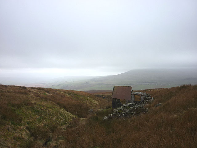 Derelict shooting hut, Dry Gill