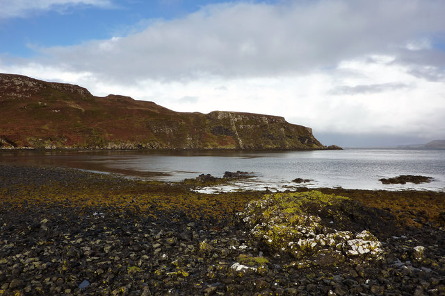 Rocky beach at the head of Loch Diubaig