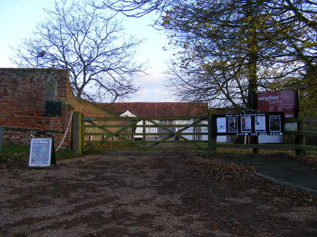 The entrance to Wingfield College & Barns