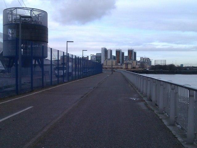 Walkway between Thames and O2 Arena