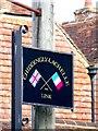 TQ5414 : Twinning sign, Chiddingly by nick macneill