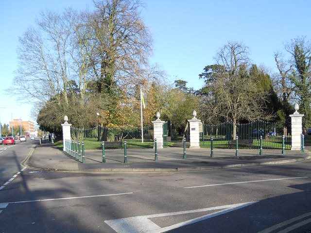 Entrance to Oakmere Park Potters Bar