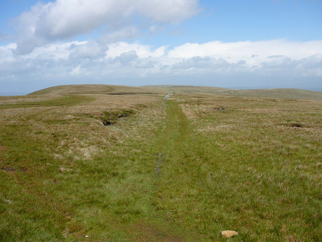 The path north over Raven Howe