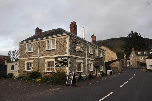 Axmouth : The Ship Inn & Church Street