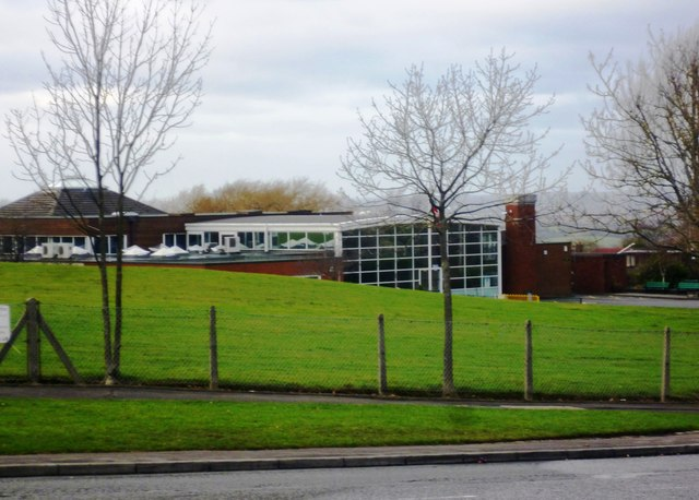 greave primary school  u00a9 anthony parkes    geograph britain