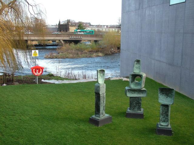Barbara Hepworth sculptures outside gallery