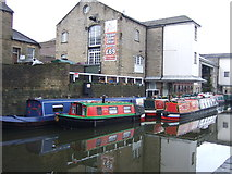 SE1437 : Leeds and Liverpool Canal by JThomas
