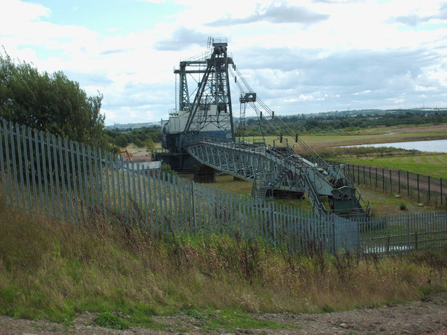 Walking dragline