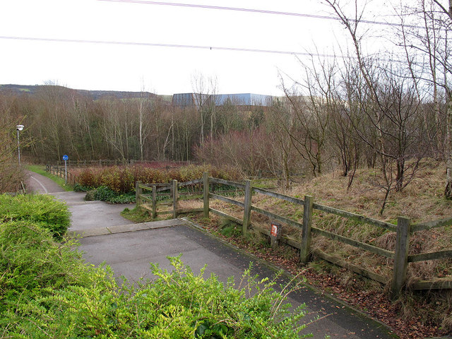 Access to the footbridge
