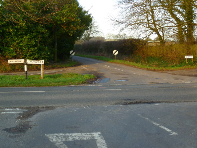 Crossroads east of East Ashling