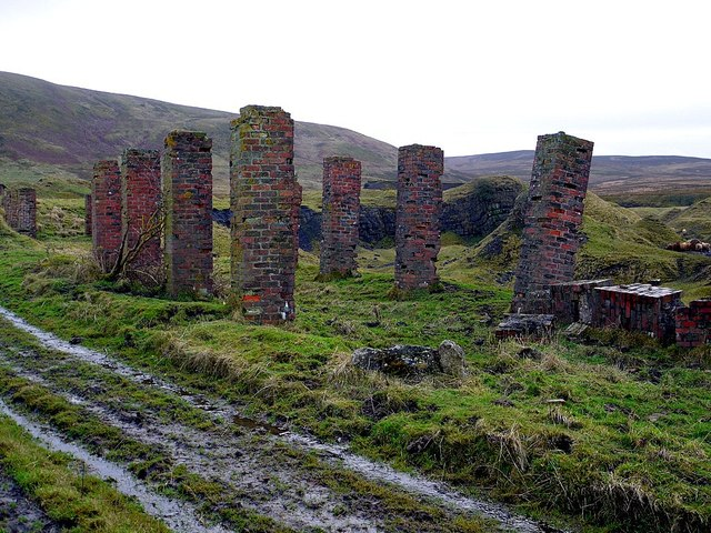 Ruined buildings at Foresthead Quarry