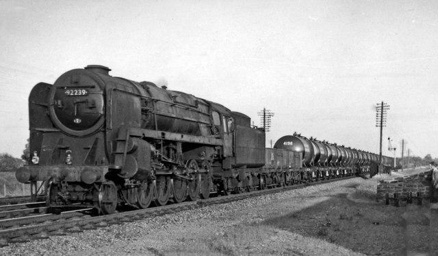 Fawley - Bromford Bridge oil train approaching Wolvercote Junction