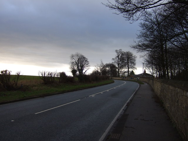 Aberford Road (B1217) towards the M1