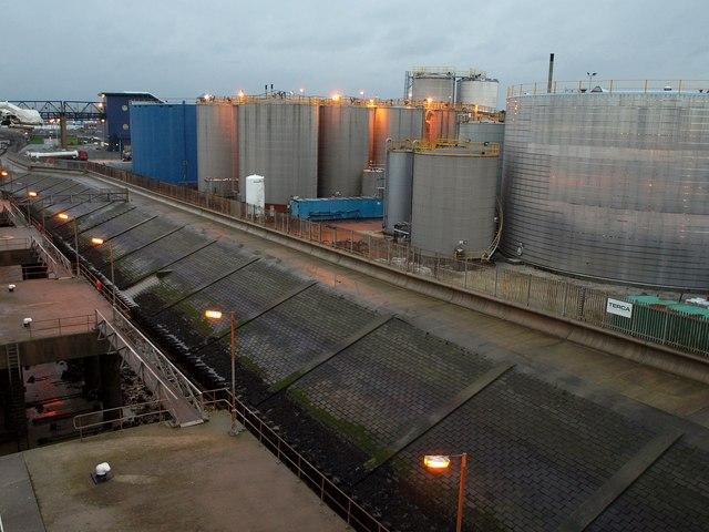 Tanks by King George Dock, Hull