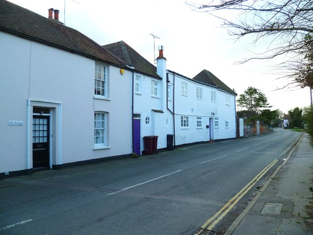 White cottages on Bosham Lane