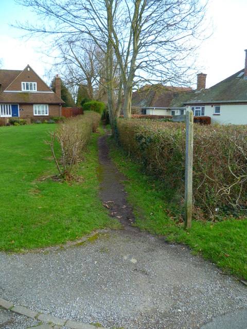 Narrow footpath going east from The Drive