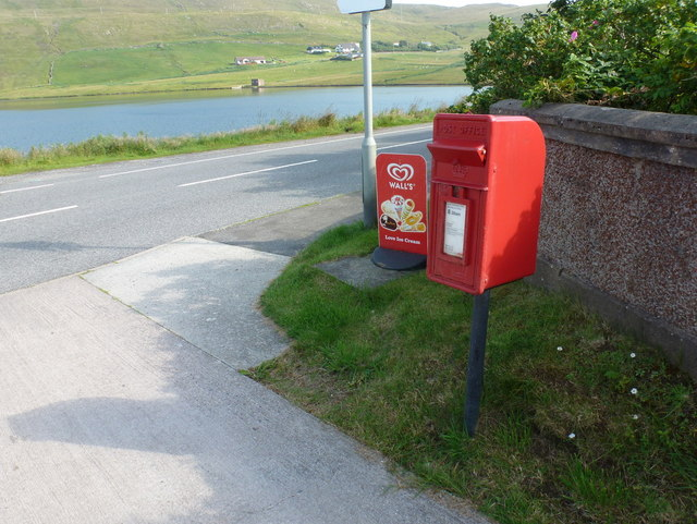 Weisdale: postbox № ZE2 46