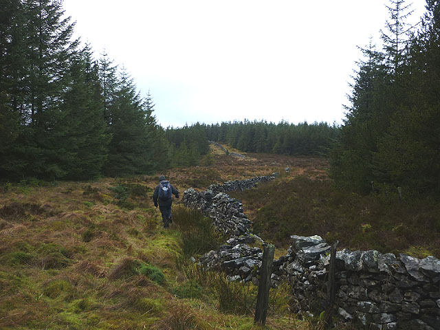 Following the wall towards Round Hill