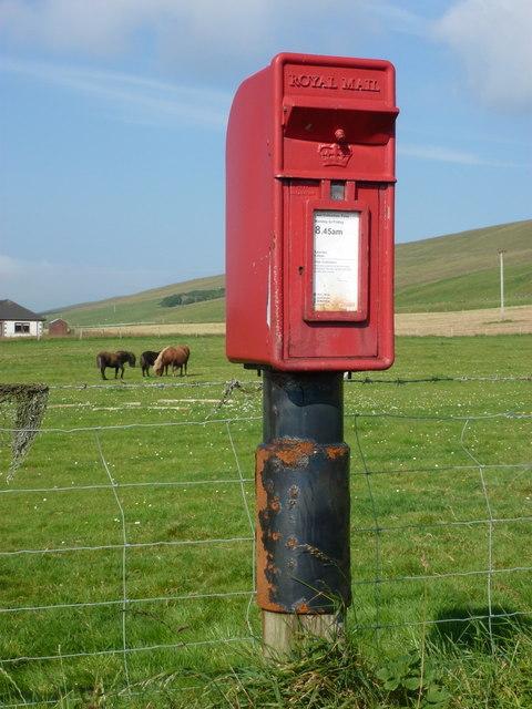 Veensgarth: postbox № ZE2 6
