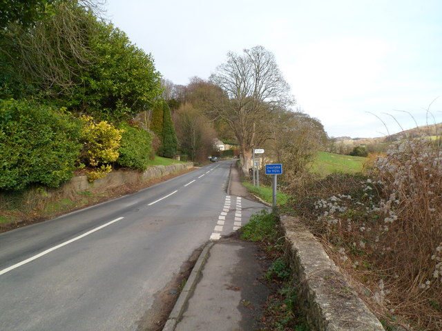 Right turn ahead (south of Slad) unsuitable for HGVs
