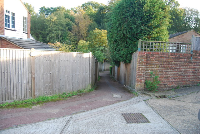 Footpath to St Michael's Rd