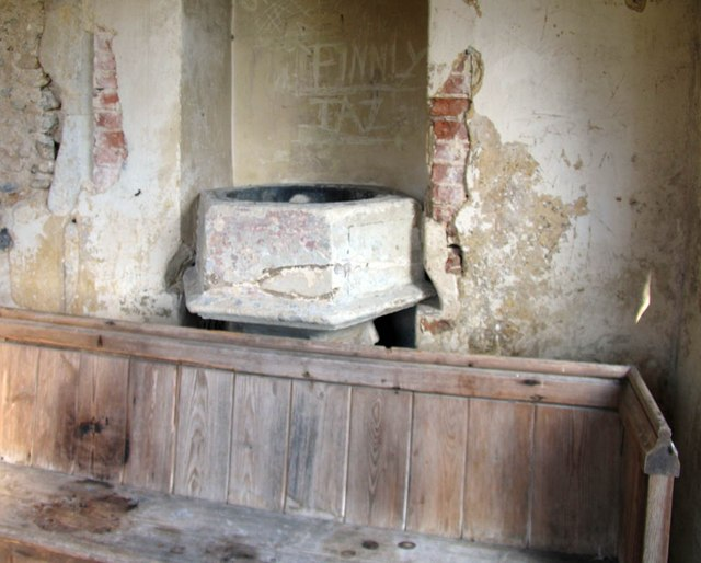 St Mary Magdalene & St Mary the Virgin, Wethersfield - Redundant font