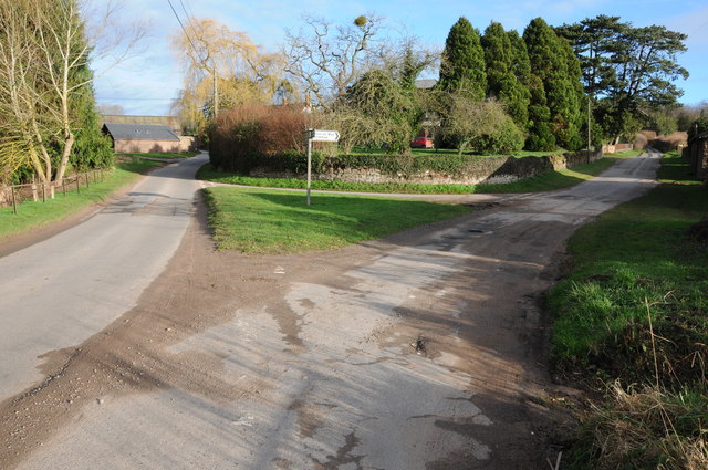 Road junction at Lower Grove Common